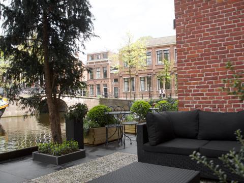 Amsterdam Canal Hotel