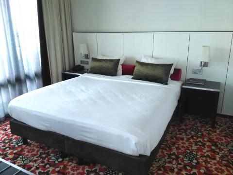 Business suite met whirpool